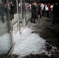 Kaputte Glasscheibe beim iPad 2 Release in China